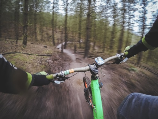 mountain-biking-1210066_1280